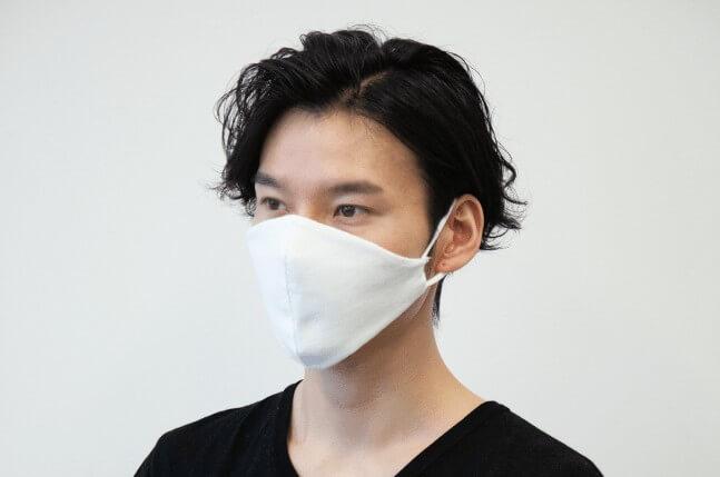 越前和紙マスクを装着した写真